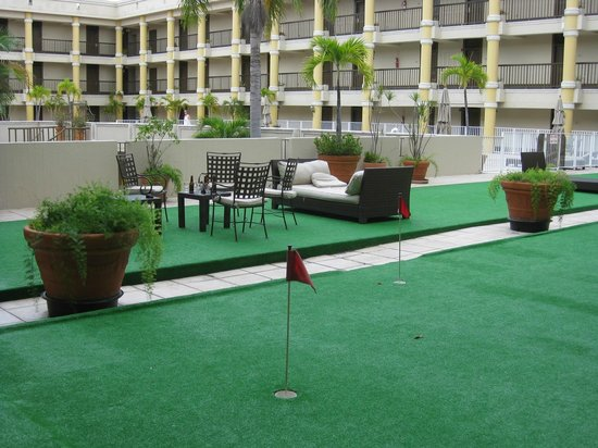 Windward Passage Hotel: golf court