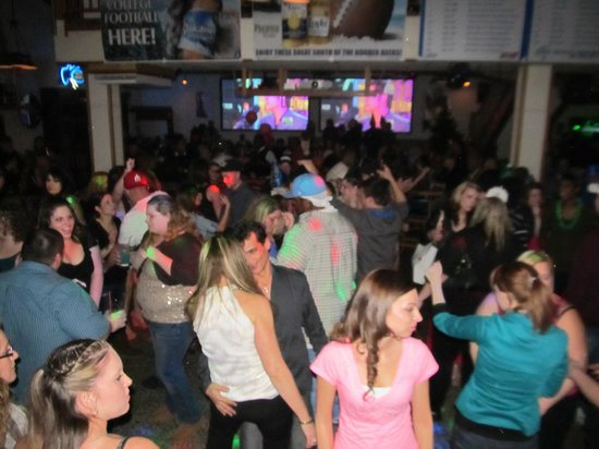 Goodtymes Bar & Grill: Dancing