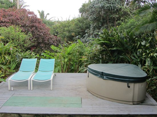 Huelo Point  Lookout: Garden Lanai & Hot tub