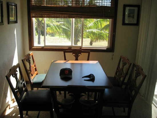 Peace Of Maui:                   Dining area