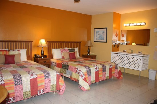 Ceiba Country Inn: Room #1- 2 queen beds