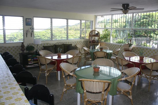 Ceiba Country Inn: Breakfast Room/ Lounge