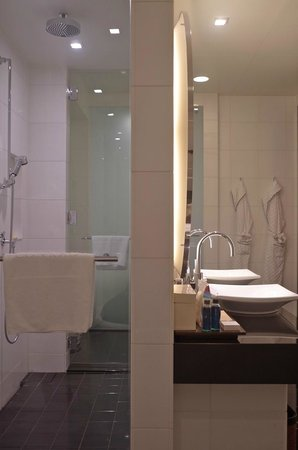 Conrad Tokyo: Bathroom, rainforest shower stall and vanity - corner suite