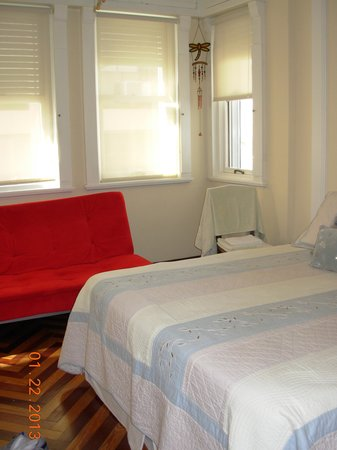 Casa Sarandi Guesthouse:                   Dura room, cozy, spacious and clea