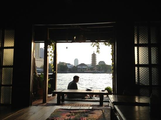 Loy La Long Hotel: breakfast by the river