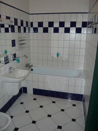 Hotel Westend:                   bathroom
