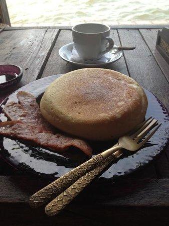ลอยละล่อง: breakfast - literally a pan'cake'! ha!