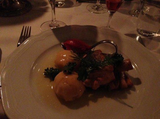 Sodertuna Slott :                   Fisk med kroppkakor. Intressant kombo
