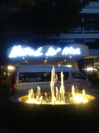 Hotel De Moc:                   main entrance at night.