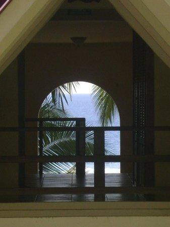 Tango Mar Beachfront Boutique Hotel & Villas:                   desde el corredor hacia la playa