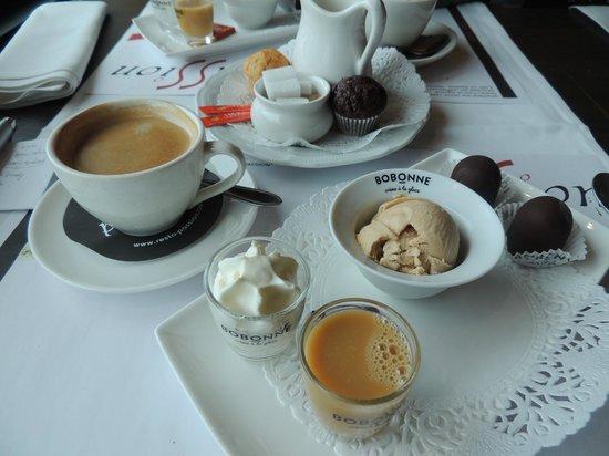 Passion:                   ijsverwenkoffie, met pralines, likeur, roomijs en chocolade