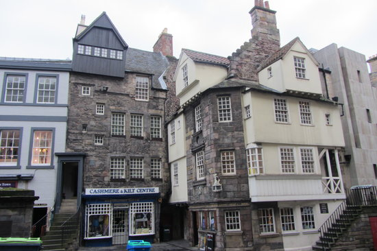 In the old town picture of edinburgh old town edinburgh for Classic house edinburgh