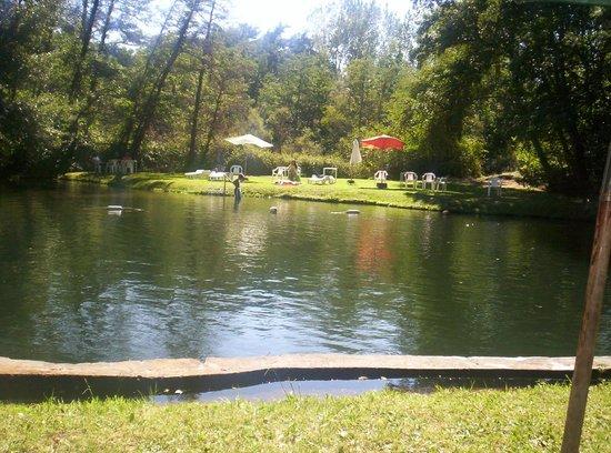 Hotel Salto del Laja:                   Piscina agua natural (otro angulo)