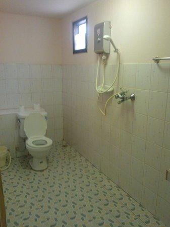 Blue Bayou Bungalow:                   Bathroom from the door