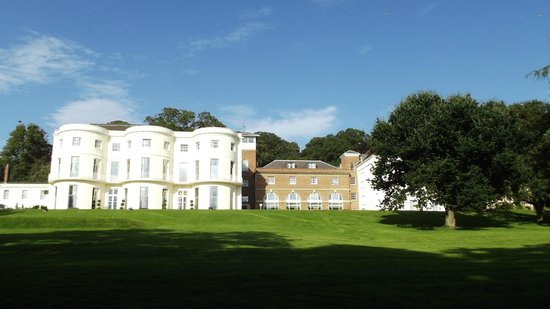 Mercure Gloucester, Bowden Hall Hotel:                   not difficult to image Mr Darcy walking to this fine building