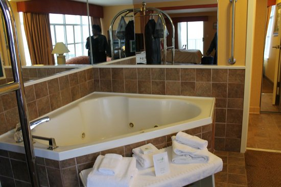Chesapeake Beach Resort and Spa:                   Tub