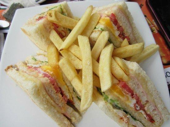 Cafe Cafe: Chicken Club Sandwich