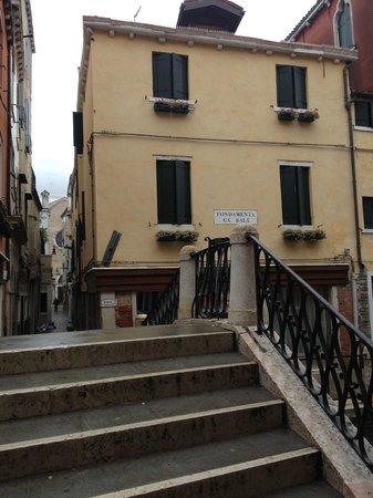 """Locanda Ca' Zose:                   Vu sur L'hotel (remarquez la """"Basilique Santa Maria della Salute"""" en fond dans"""