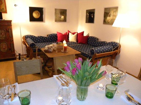 Kranzbichlhof:                   Aufgedeckt im Mehrzweckraum für Hausgäste