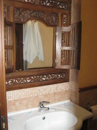 Schilizzi Hotel:                   Nettes Waschbecken
