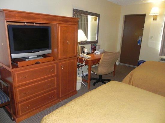 Rodeway Inn Niagara Falls: Guest Room