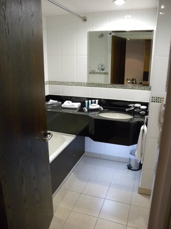 Hilton Manchester Airport: Nice bathroom layout