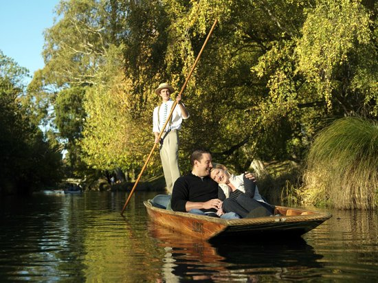 ‪Punting on the Avon‬
