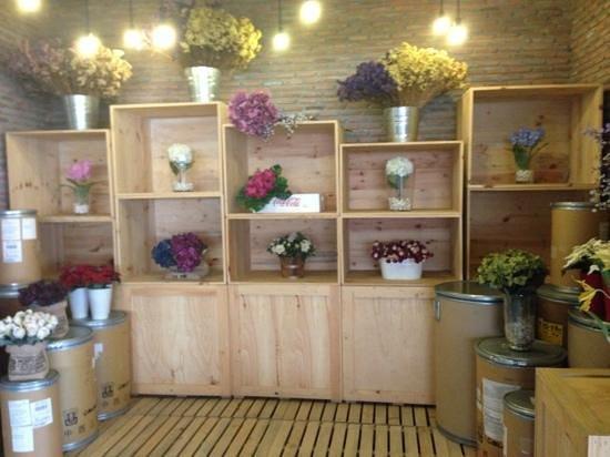 The Warehouse Bangkok :                   feature