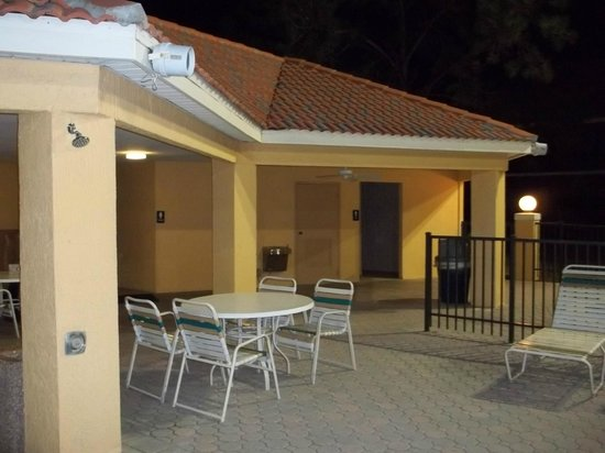 Westgate Vacation Villas Resort & Spa:                   Pool washrooms and rinse showers