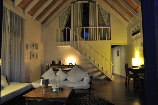 Cocoa Island by COMO : Dhoni Loft Suite at night
