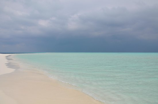 Cocoa Island by COMO: Beautiful lagoon even when the sky is grey !