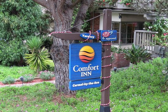 Comfort Inn Carmel By The Sea: Watch for this sign