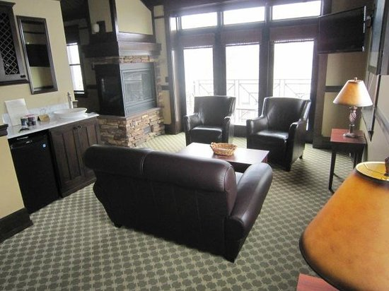 Lake View Hotel:                   Deluxe suite