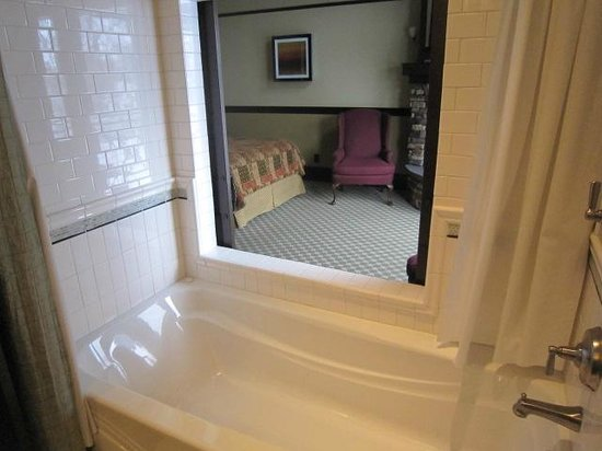 Lake View Hotel:                   Queen suite with sliding bathroom doors