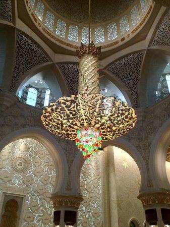 Büyük Şeyh Zayed Camii: The huge chandelier