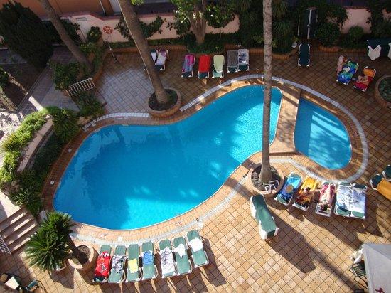 Guitart Rosa :                   La piscina