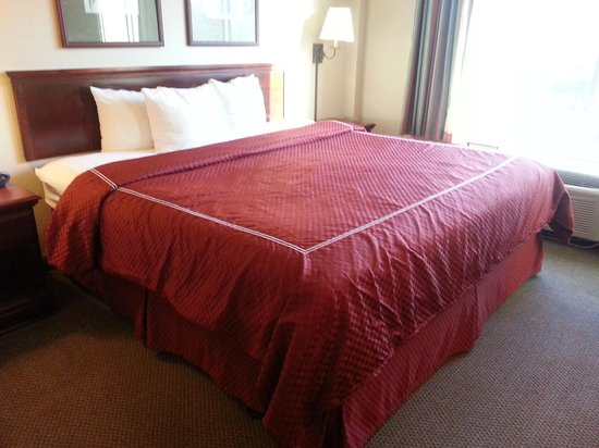 St Augustine Hotel & Suites: Bed