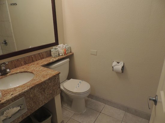 Park Vue Inn:                   Nice clean bathroom