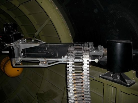 ‪‪Fantasy of Flight‬:                   Machine gun on the Flying Fortress B 17