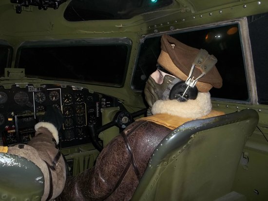 Fantasy of Flight:                   Cockpit of the Flying Fortress B 17