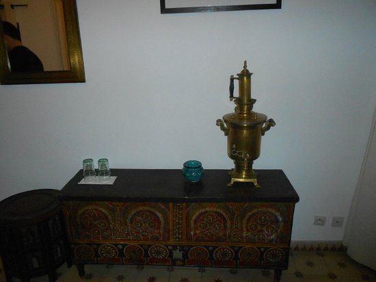 Riad Aladdin:                   table in room