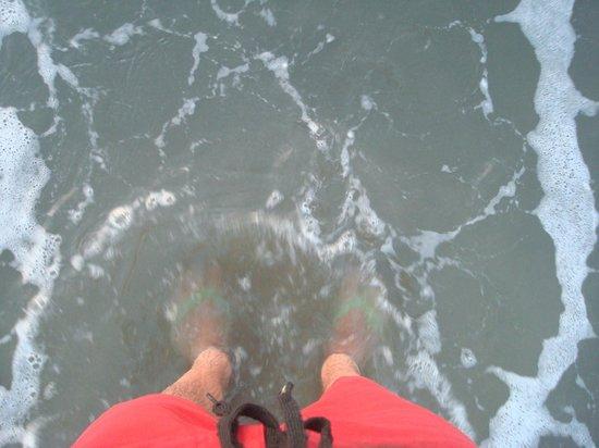 Decameron Galeon:                   el agua del mar no es cristalina, esta sucia por la mina de carbon