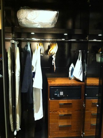 Radisson Blu Aqua Hotel: Closet with safe, iron board, bathrobe, etc.