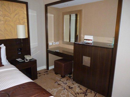 Shangri-La Hotel Sydney: Escritorio