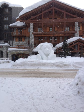 Hotel Ducs de Savoie : One of the Snow sculptures around the town