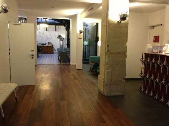 Hotel Joyce - Astotel:                   reception hall and parcial view of the bar                 