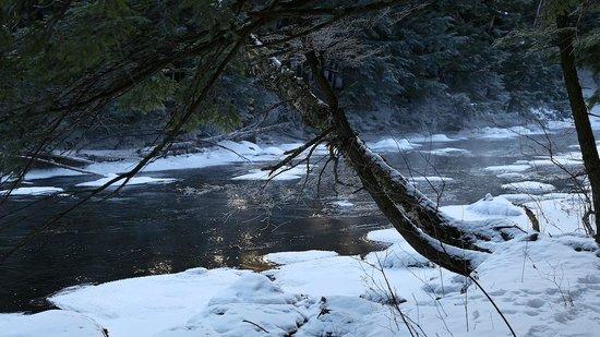 Les Côteaux Missisquoi: Missisquoi river 4