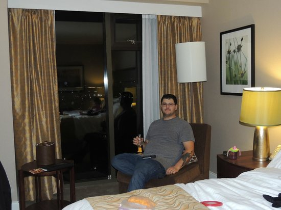 Pacific Gateway Hotel at Vancouver Airport:                   Hubby enjoying and cold one and the view