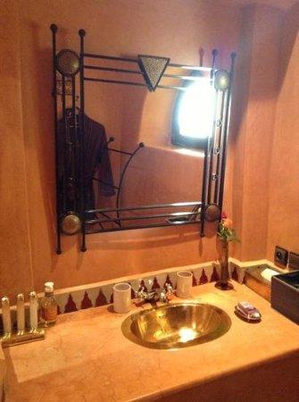 Riad Dar Dialkoum :                   bathroom