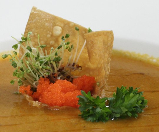Truffle Pigs Lodge: Truffle PIgs Food:  Caviar wonton raft in soup
